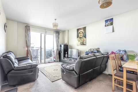 2 bedroom flat for sale - Baroque Court, Prince Regent Road, Hounslow, Greater London
