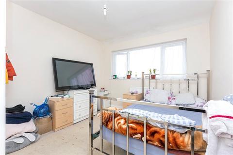 3 bedroom house to rent - Dickens Avenue, Uxbridge, Buckinghamshire, UB8