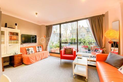 Studio to rent - Archway Road, Highgate