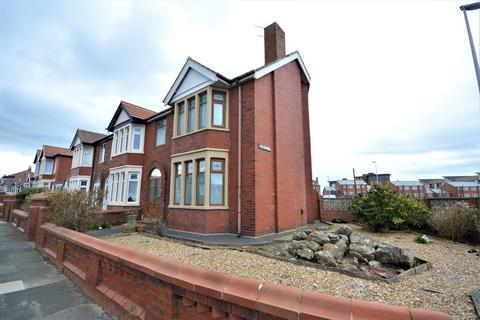 3 bedroom end of terrace house for sale - Warbreck Drive, Bispham, FY2
