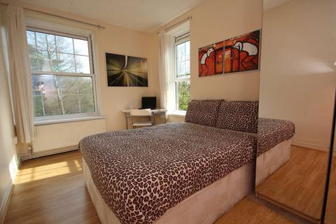 4 bedroom flat to rent - Heston House, Deptford, London