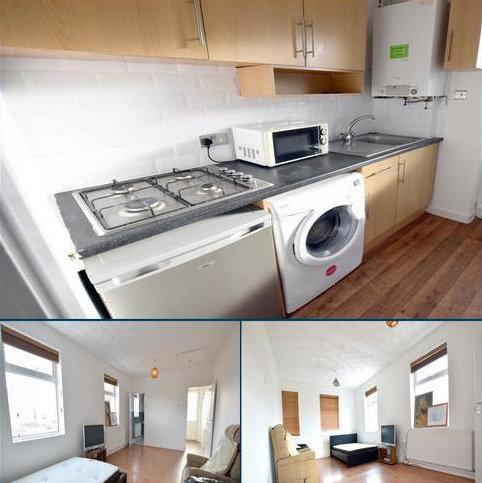 Studio to rent - Northern Avenue