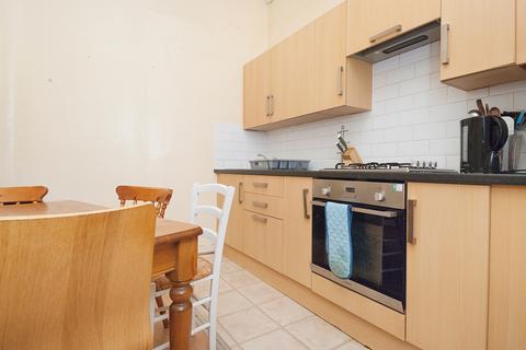 5 bedroom flat to rent - East Preston Street, Edinburgh EH8