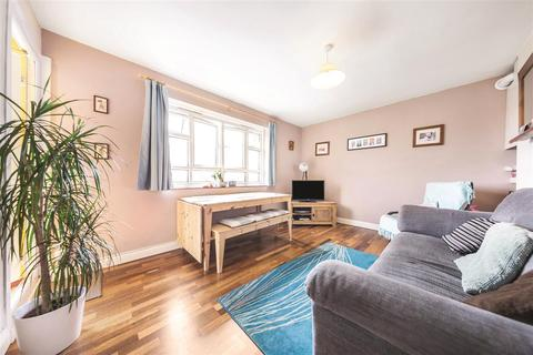 3 bedroom flat to rent - Horne Way, SW15