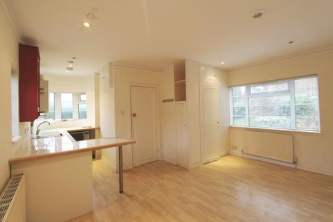 Studio to rent - West Lodge Court, Acton, W3