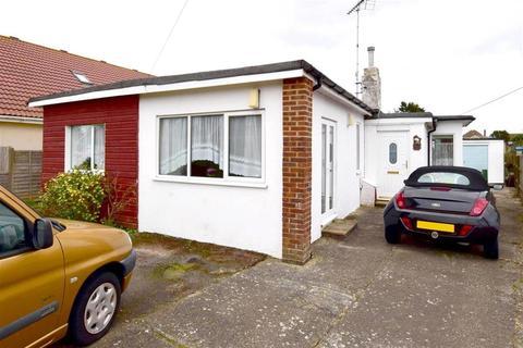 3 bedroom bungalow for sale - Meehan Road, Greatstone, New Romney, Kent