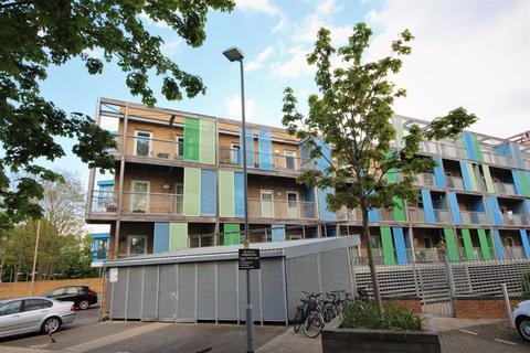 1 bedroom flat to rent - Warren Close