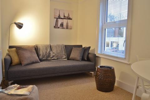 2 bedroom apartment to rent - Cross Street, Oxford