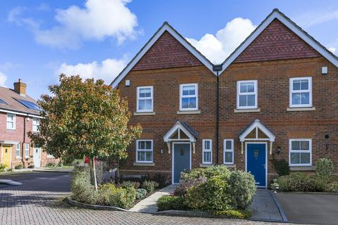 3 bedroom semi-detached house for sale - Station Road, Shalford, Guildford, Surrey, GU4