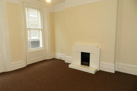 Studio to rent - High Street, Gravesend, DA11