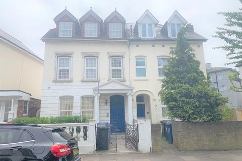 3 bedroom apartment to rent - York Road, North Acton, London W3