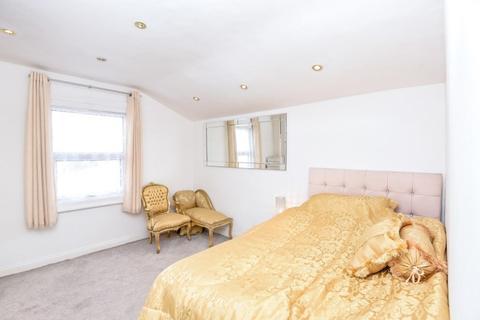 Studio to rent - Mirabel Road London SW6