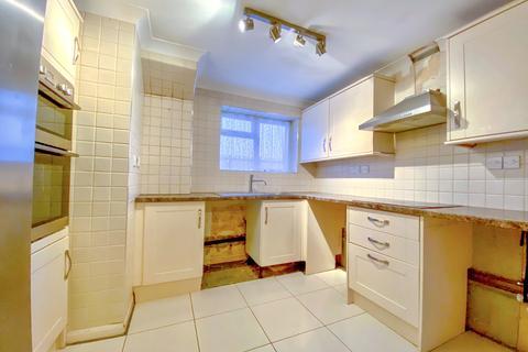 3 bedroom flat to rent - Orchard Way,  Sherley,  Croydon, London CR0