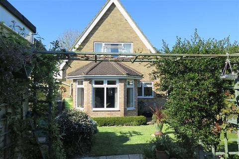 3 bedroom detached house for sale - Charm Close, Horley, Surrey