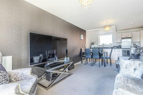 2 bedroom flat for sale - Westminster Mansions, Sullivan Road, Camberley, Surrey