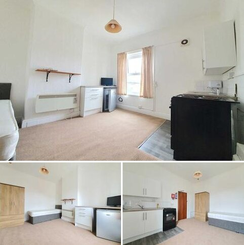 Studio to rent - Park Road, Blackpool Central