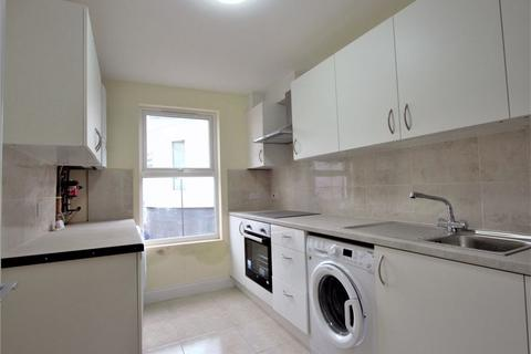 Property to rent - High Road, Finchley  N12