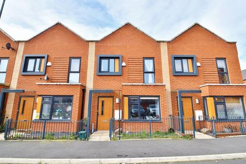 3 bedroom terraced house for sale - Langshaw Street, Salford