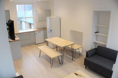 4 bedroom end of terrace house to rent - Bartholomew Street West, Exeter