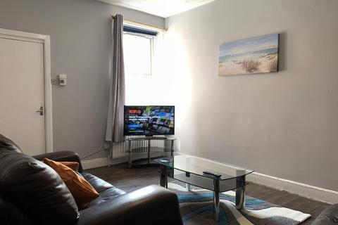 2 bedroom flat to rent - Moore Street, Gateshead
