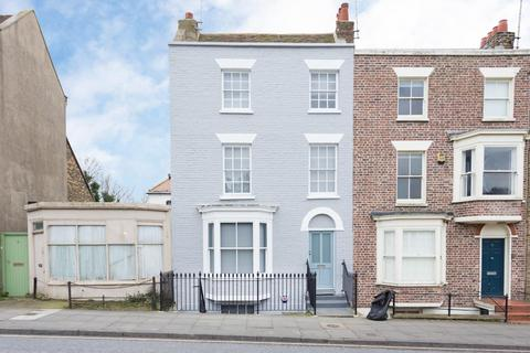 4 bedroom house to rent - Trinity Square, Margate