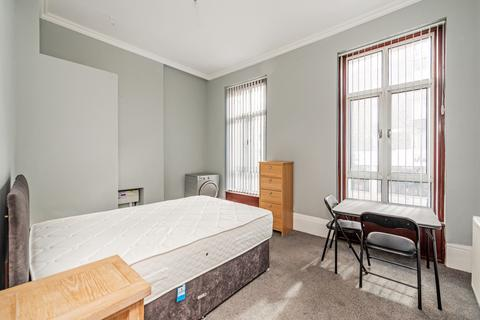 Studio to rent - Bishops Bridge Road Bayswater W2