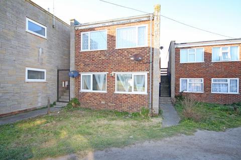 2 bedroom flat to rent - Manor Way, Leysdown On Sea