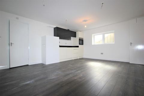 Studio to rent - Collier Row Lane , Romford , Essex, RM5 3ND