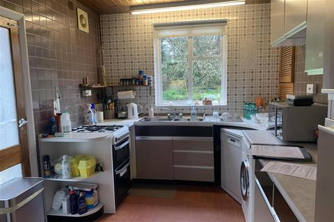 4 bedroom semi-detached house for sale - Foresters Drive, Wallington, Surrey