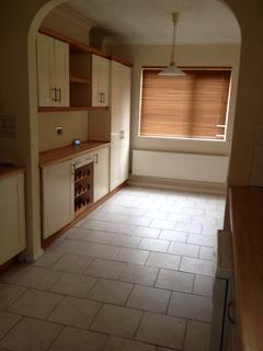 4 bedroom semi-detached house to rent - Golding Cresent, London, SS16