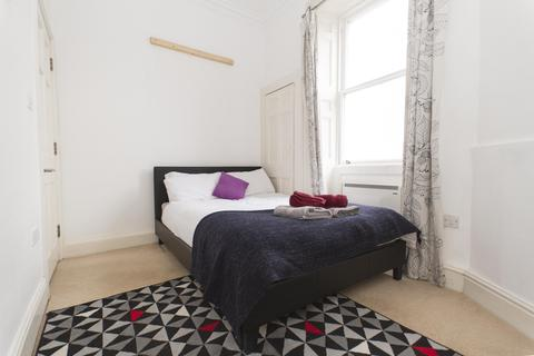 1 bedroom flat - Charles Street, Bath BA1