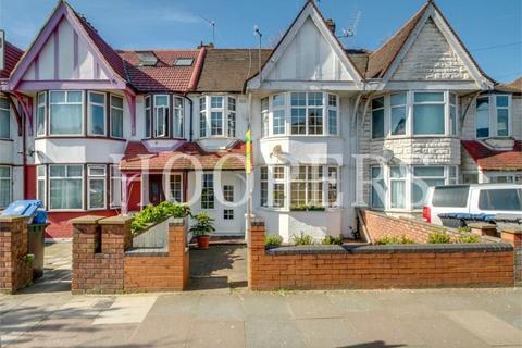 3 bedroom terraced house for sale - Ballogie Avenue, London