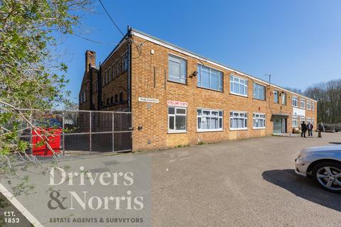 Industrial unit for sale - Delamare Road, Cheshunt