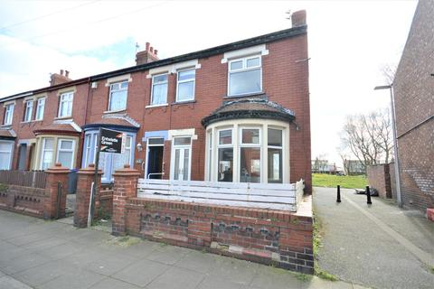 3 bedroom semi-detached house for sale - Crossland Road, South Shore, FY4