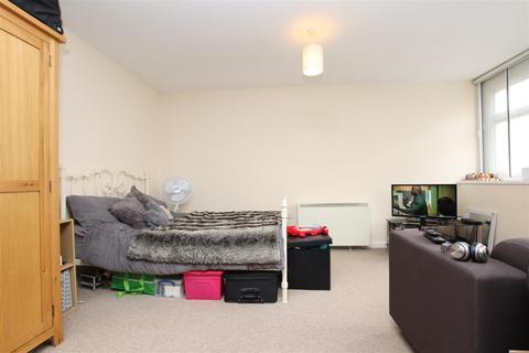 Studio to rent - Avon Buildings, Lower Bristol Road, Bath, BA2