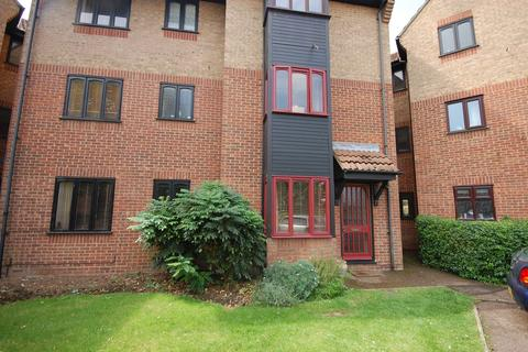 1 bedroom property to rent - Copperfields, Basildon, SS15