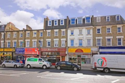 Studio to rent - Uxbridge Road, Shepherds Bush, W12 8NL