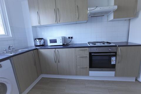3 bedroom flat to rent - Acacia Road, London