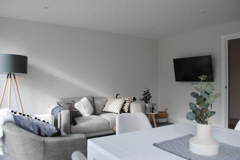 3 bedroom flat to rent - Dairy Mews London N2