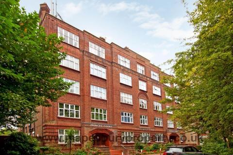 3 bedroom flat to rent - Princes Court, Shoot Up Hill, Kilburn, NW2