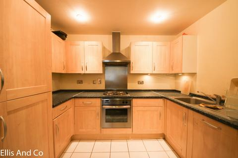 2 bedroom flat to rent - Clements Road, Ilford, IG1