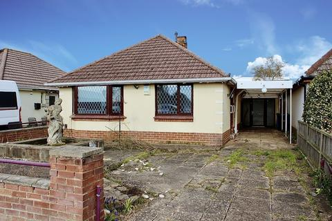 2 bedroom bungalow for sale - Porter Road, Creekmoor, Poole BH17