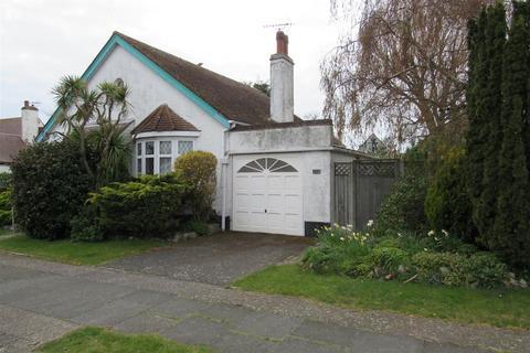 2 bedroom detached bungalow for sale - Queensbridge Drive, Herne Bay