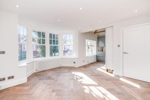 3 bedroom flat to rent - Hillcrest Road, Acton, London, W3