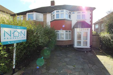 3 bedroom semi-detached house for sale - Carlisle Gardens, Ilford, Ilford, Essex