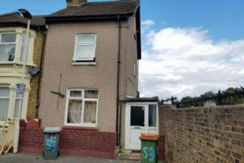 3 bedroom end of terrace house for sale - Trevelyan Road, Stratford, London