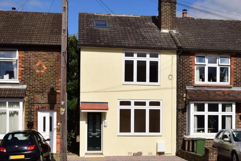 3 bedroom semi-detached house to rent - Balcombe Road Horley RH6