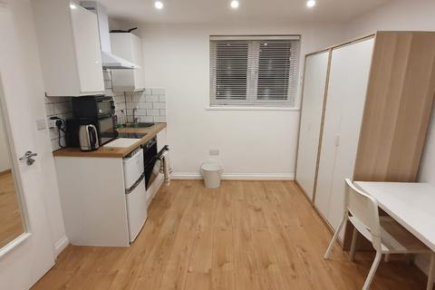 Studio to rent - Valentines Rd, ilford IG1