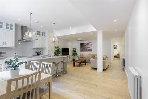 2 bedroom flat to rent - Queensborough Terrace, W2