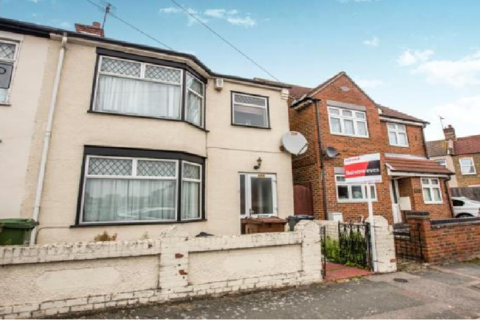 3 bedroom terraced house to rent - Howard Road, Ilford, Essex, IG11